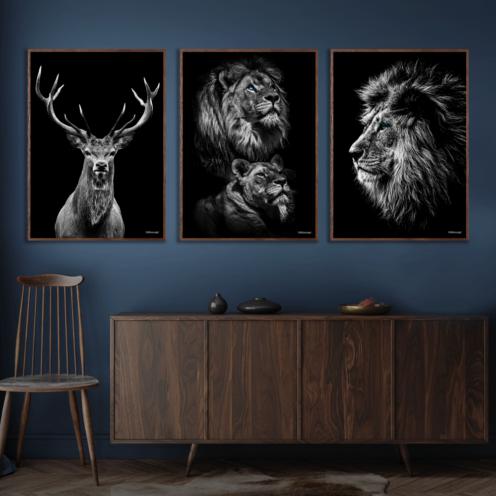 Kronhjort-Power-Couple-Løve-Plakat-Mørkebrune-Plakatrammer-Eg